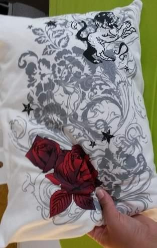 Kissen mit Hotelverschluss aus einem T- Shirt