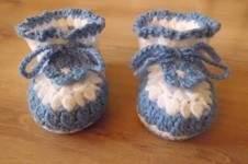 Makerist - Chaussons pour bébé , aux 2 couleurs , orné d'une lanière et d'une fleur fixe , de 3 à 12 mois !  - 1