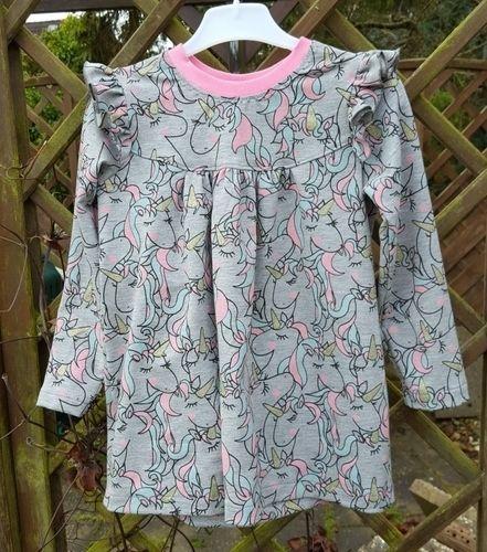 Makerist - Alle Girls lieben Einhörner Kleidchen aus Girly-Shirt von Konfetti Patterns  - Nähprojekte - 1