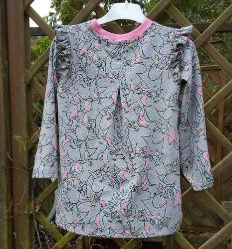 Makerist - Alle Girls lieben Einhörner Kleidchen aus Girly-Shirt von Konfetti Patterns  - Nähprojekte - 2