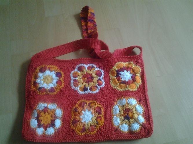 Makerist - Bunte Tasche. Aus Baumwollgarn in verschiedene Farben. Die Tasche habe ich für meine 10 jährige Tochter gemacht. - Häkelprojekte - 1