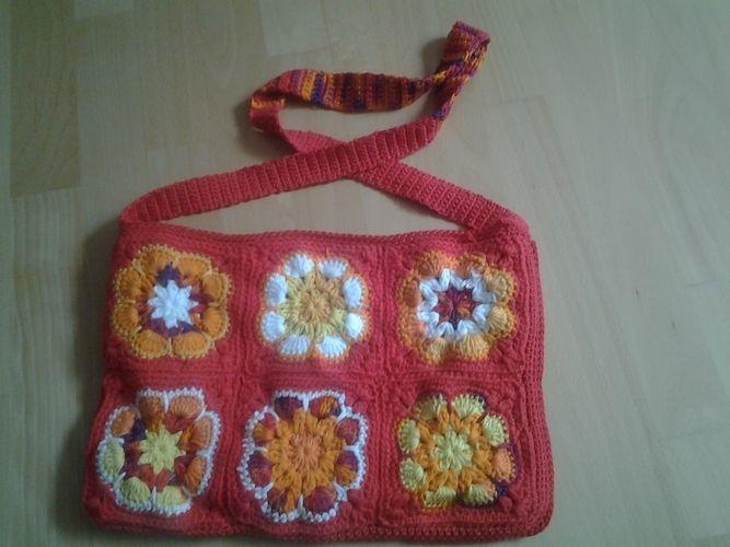 Makerist - Bunte Tasche. Aus Baumwollgarn in verschiedene Farben. Die Tasche habe ich für meine 10 jährige Tochter gemacht. - Häkelprojekte - 2