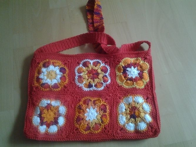 Makerist - Bunte Tasche. Aus Baumwollgarn in verschiedene Farben. Die Tasche habe ich für meine 10 jährige Tochter gemacht. - Häkelprojekte - 3