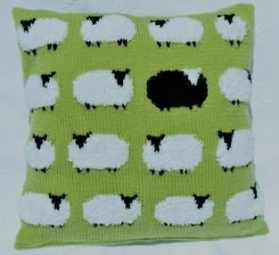 Makerist - Flock of Sheep Cushion - 1