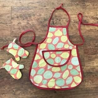 Upcycling Kinder-Kochschürze und Ofenhandschuhe