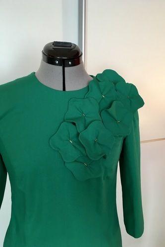 Makerist - Seegrünes Etuikleid mit Blütenapplikation - Nähprojekte - 2
