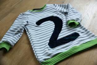 Makerist - Kindershirt LUV mit Appli aus Wendepailletten - 1