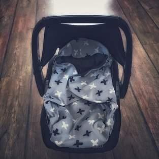 Decke für die Babyschale