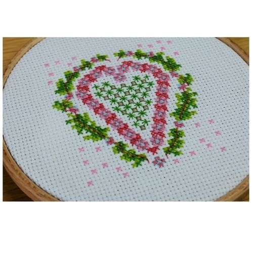 Makerist - Heart Counted Cross Stitch - Sewing Showcase - 1