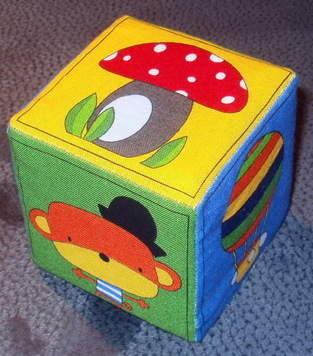 farbenfroher Memory-Würfel für Babies