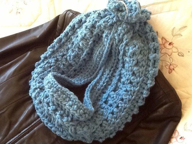 Makerist - Blue Waves Infinity Scarf - Crochet Showcase - 1