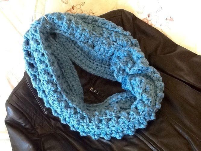 Makerist - Blue Waves Infinity Scarf - Crochet Showcase - 2