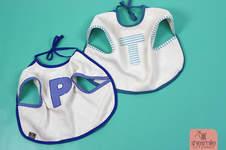 Makerist - Zwei Ärmel-Lätzchen als Geschenk zur Geburt von Zwillingen - 1