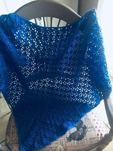 Makerist - Grand châle bleu - Créations de crochet - 1