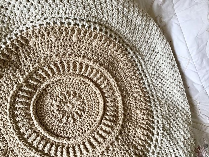 Makerist - The Medallion Throw - Crochet Showcase - 1
