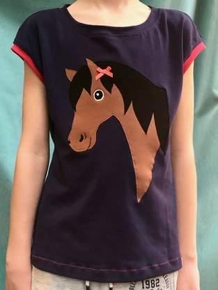 Makerist - Kurzarmshirt für Mädchen mit Applikation aus Jersey für ein junges Pferdemädchen - 1