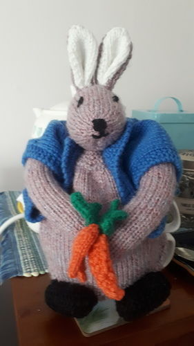 Makerist - Peter Rabbit Tea Cosy - Knitting Showcase - 1