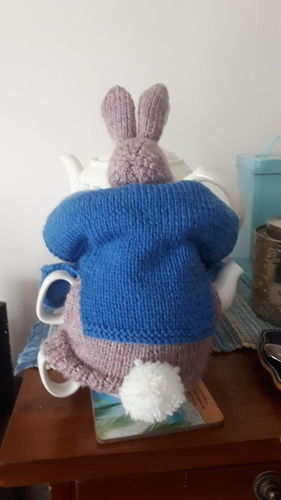 Makerist - Peter Rabbit Tea Cosy - Knitting Showcase - 2