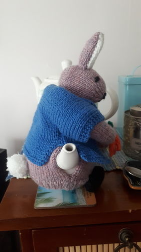 Makerist - Peter Rabbit Tea Cosy - Knitting Showcase - 3