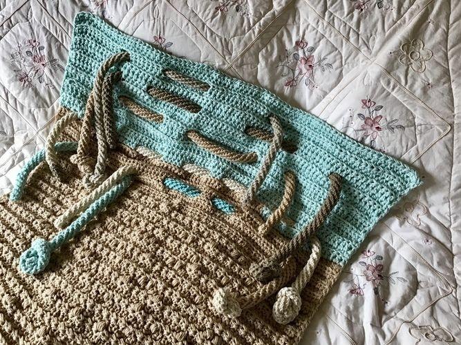 Makerist - The Lighthouse Throw - Crochet Showcase - 1