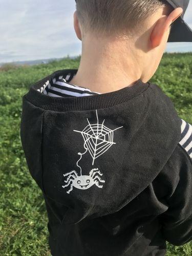 Makerist - Jungenhoodie mit Plott Spinne / Halloween II  - Textilgestaltung - 1