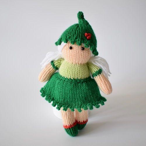 Makerist - Holly the Elf - Knitting Showcase - 1