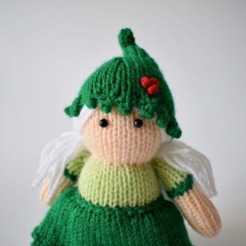 Makerist - Holly the Elf - Knitting Showcase - 2