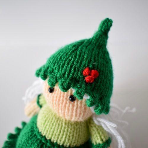Makerist - Holly the Elf - Knitting Showcase - 3