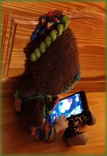 Makerist - Häkelpuppe Laika mit Zipfelkapuzen-FlowerPower-Kleid und Dr.Martens-Boots, für meine 3.Tochter C.D.S. - Häkelprojekte - 2