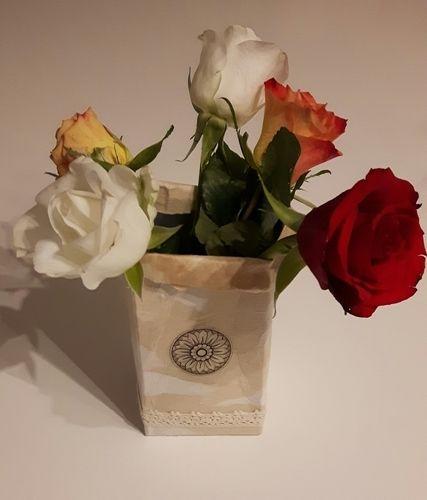 Makerist -  Upcycling Blumenvase aus Milchkarton  - DIY-Projekte - 1