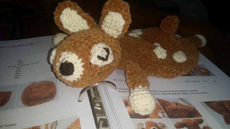 Makerist - Bambi will kuscheln. Kuschelweiche Kuschelwolle wie in der Anleitung von BOmondo beschrieben. Kuscheln darf die Tochter meiner Nichte damit. Sie ist jetzt 3 Monate alt und ihr werde ich es schenken. - Häkelprojekte - 1