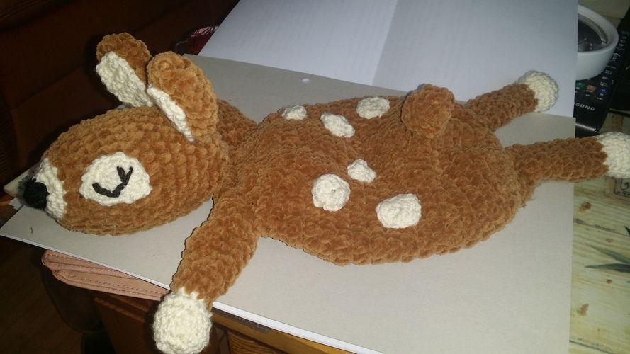 Makerist - Bambi will kuscheln. Kuschelweiche Kuschelwolle wie in der Anleitung von BOmondo beschrieben. Kuscheln darf die Tochter meiner Nichte damit. Sie ist jetzt 3 Monate alt und ihr werde ich es schenken. - Häkelprojekte - 2