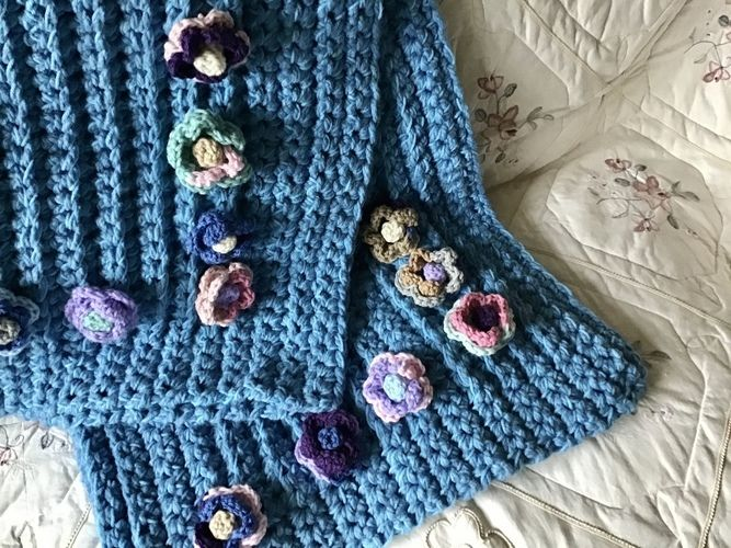 Makerist - The Cabbage Rose Throw - Crochet Showcase - 1