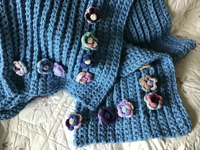 Makerist - The Cabbage Rose Throw - Crochet Showcase - 2