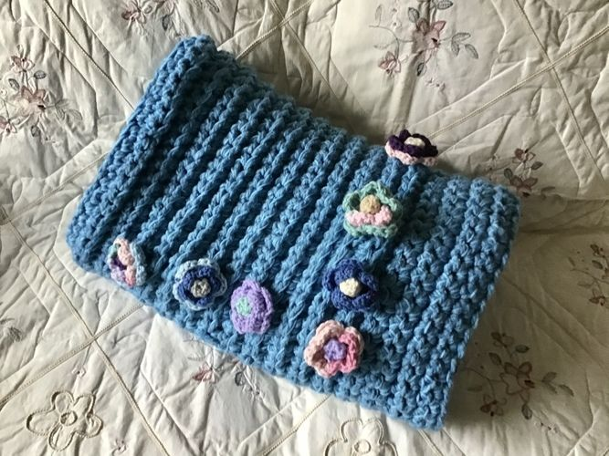 Makerist - The Cabbage Rose Throw - Crochet Showcase - 3