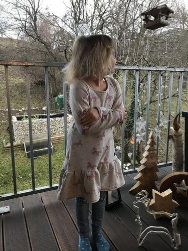 Makerist - Rosa-Glitzer Einhornkleid - Nähprojekte - 2