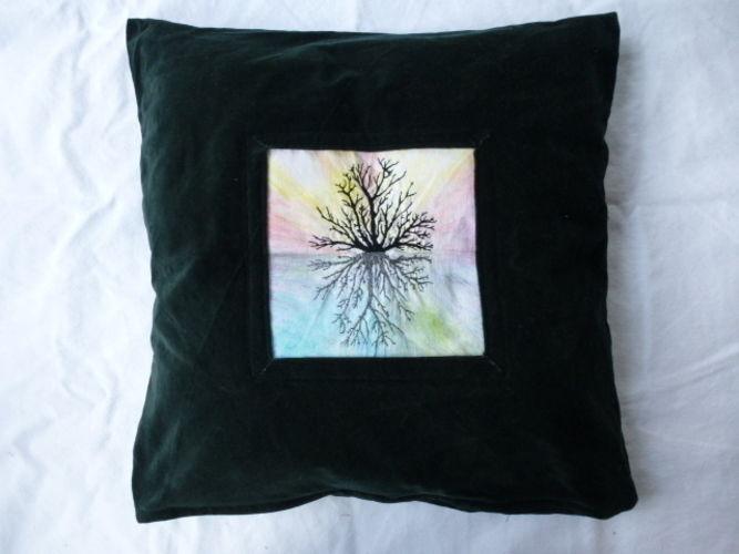 Makerist - Freihandstickerei mit Stoffmalerei auf Samtkissen - Textilgestaltung - 2