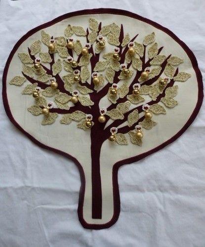 Makerist - Adventsbaum in weißgold gehäkelte Blätter, aufgenähter Filzbaum auf Baumwolle - Textilgestaltung - 1