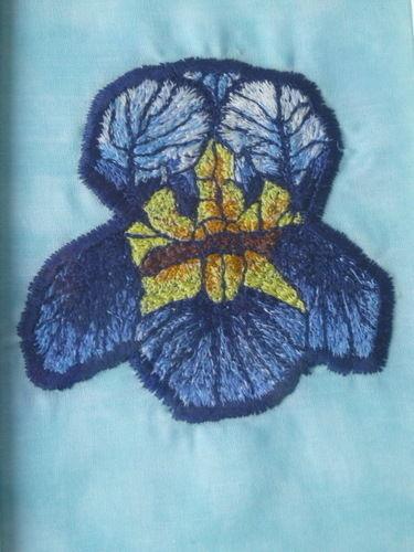 Makerist - Iris in Freihandstickerei - Textilgestaltung - 1