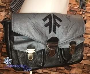 Fan-Tasche aus Köper & Leder