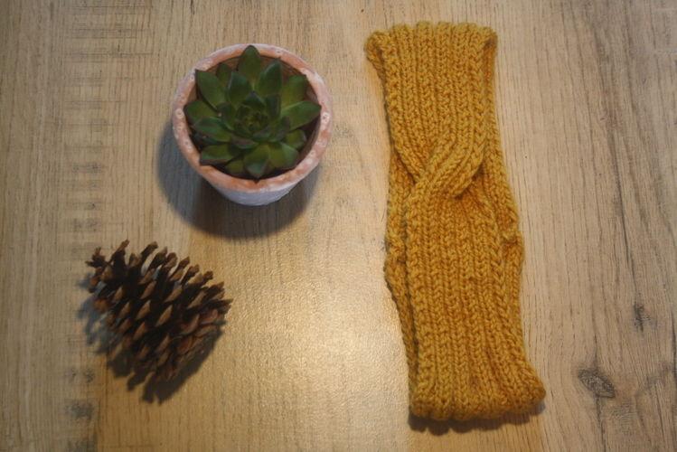 Makerist - Headband moutarde en laine - Créations de tricot - 1
