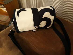 Kleine Handtasche aus Segeltuch