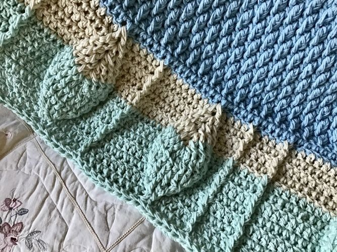 Makerist - Leaf Motif Baby Blanket  - Crochet Showcase - 1