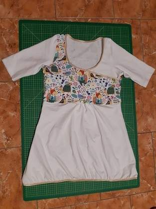 Milk-Date Shirt mit Babybauch-Raffung unter der Brust