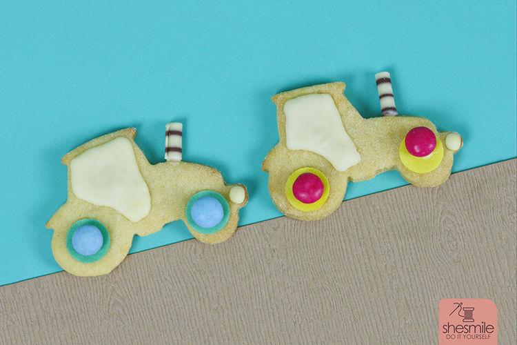 Makerist - Traktor-Plätzchen und Rüblikuchen zum 2. Geburtstag backen (Backidee mit Lieblingsrezept) - Torten, Cake Pops und Cupcakes - 1