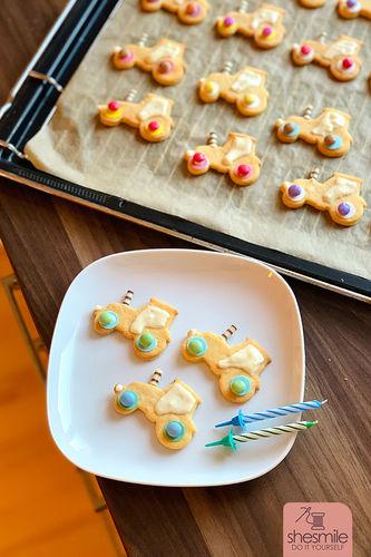 Makerist - Traktor-Plätzchen und Rüblikuchen zum 2. Geburtstag backen (Backidee mit Lieblingsrezept) - Torten, Cake Pops und Cupcakes - 2