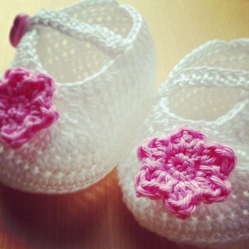 Makerist - Babyschuhe für Mädchen - Häkelprojekte - 1