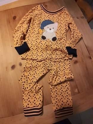 Schlafanzug  mit einem Schlafbären