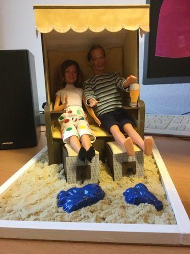 Makerist - Strandkorb aus Pappe mit Ankleidepuppen, Geschenk zum Geburtstag einer Kollegin - DIY-Projekte - 1