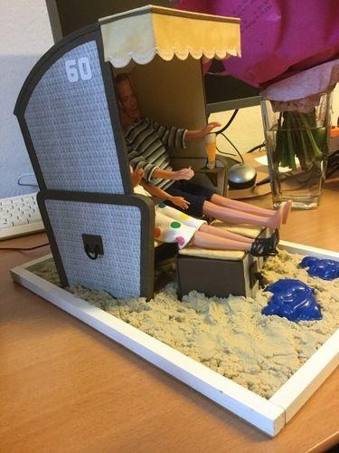 Makerist - Strandkorb aus Pappe mit Ankleidepuppen, Geschenk zum Geburtstag einer Kollegin - DIY-Projekte - 2